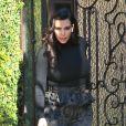 Kim Kardashian, enceinte, sort de sa maison à Los Angeles, elle se rend à une réunion de production, le 22 février 2013.