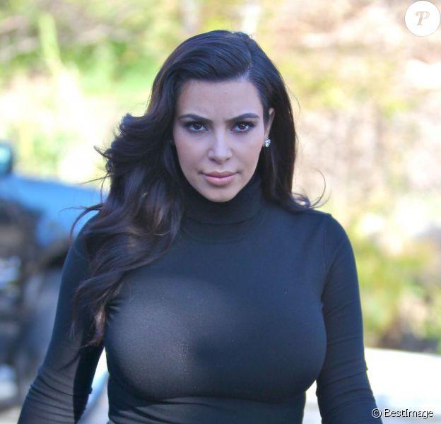 Kim Kardashian, enceinte et boudeuse, sort de sa maison à Los Angeles, elle se rend à une réunion de production, le 22 février 2013.