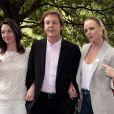 Sir Paul McCartney et ses filles Mary et Stella McCartney à Londres, le 15 juin 2009.
