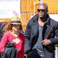 Le chanteur Seal et une mystérieuse inconnue, dans les rues de Beverly Hills, le 27 février 2013.