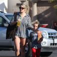 Jamie Lynn Spears et son neveu Sean Federline, le fils de Britney Spears, à Thousand Oaks, le 25 novembre 2012.