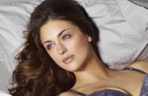 Lauren Budd : La belle Anglaise se met à l'aise en lingerie fine