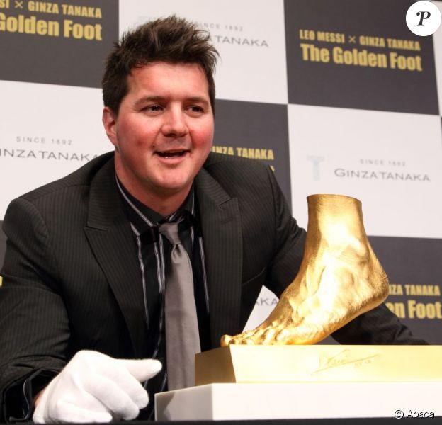Le pied gauche de Lionel Messi en or et présenté le 6 mars 2013 à Tokyo par son frère