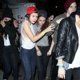 Kristen Stewart escortée par une amie à la sortie de la boîte de nuit Troubadour à West Hollywood, le 5 mars 2013.