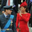 Le prince William et Kate Middleton, habillée en Alexander McQueen, lors des célébrations du jubilé de diamant de la reine, à Londres, le 3 juin 2012.