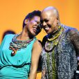 """Dee Dee Bridgewater en duo avec sa fille China Moses au gala """"2000 femmes chantent contre le cancer"""" à l'Olympia de Paris, le 7 mars 2013."""