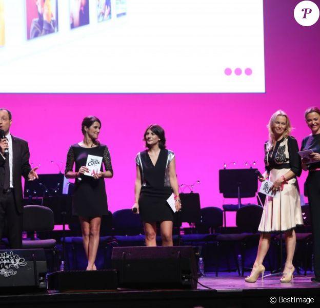 """Nicolas Rossignol, Karine Ferri, Estelle Denis, Estelle Lefébure et Sandrine Quétier au gala """"2000 femmes chantent contre le cancer"""" à l'Olympia de Paris, le 7 mars 2013."""