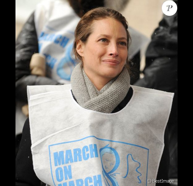 Christy Curlington, le 8 mars 2013 à NEw-York, lors de la marche contre la violence faite aux femmes.