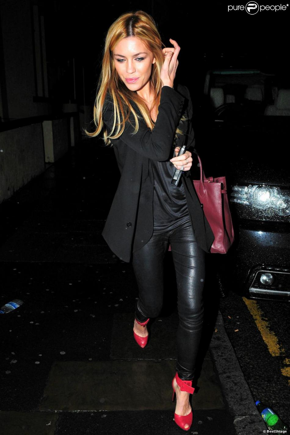 Abbey Clancy, sublime au concert du groupe The Enemy à l'O2 Academy de Liverpool le 9 mars 2013