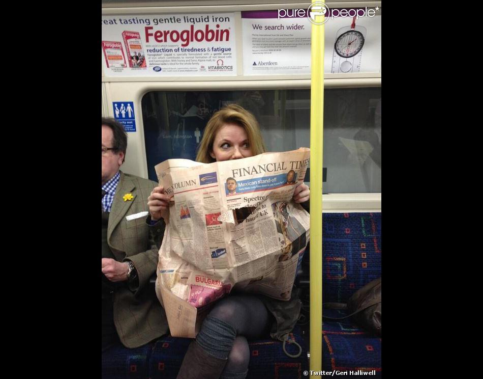 La chanteuse Geri Halliwell a pris grand plaisir dans le métro londonien, le 13 mars 2013.