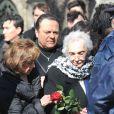 La mère de Daniel Darcau cimetière Montmartre à Paris le 14 mars 2013, pour l'inhumation de son fils.