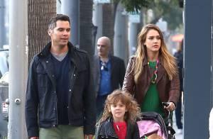 Jessica Alba retrouve son rôle de maman pour une journée en famille