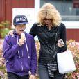 Laura Dern et son fils Ellery Harper dans les rues de Los Angeles, le 18 mars 2013.