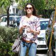 Alessandra Ambrosio se rend dans un centre commercial de Pacific Palisades le 21 mars 2013