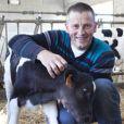 Benoît et sa vache dans L'amour est dans le pré, saison 6