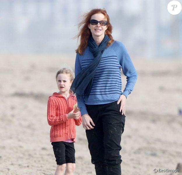 Marcia Cross a fêté le 25 mars 2013 ses 51 ans. L'actrice a passé sa journée sur la plage avec ses filles Eden et Savannah à Santa Monica.