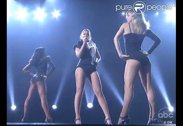 """Heather Morris au côté Beyoncé qui interprète """"Single ..."""