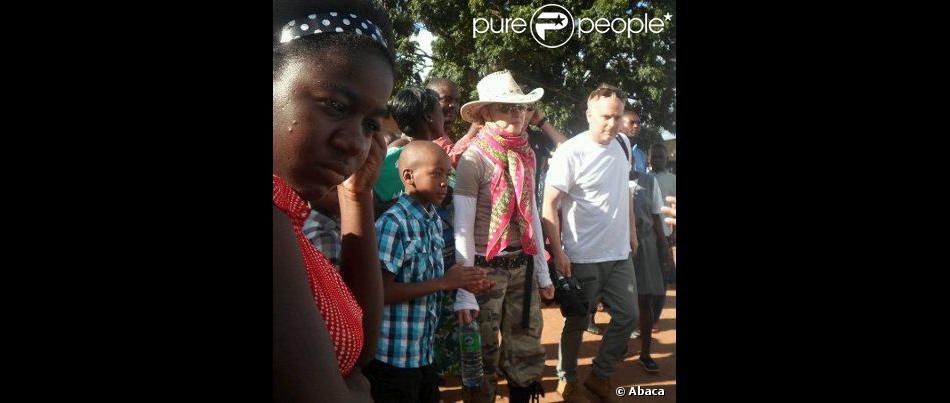 Madonna et son fils David au Malawi le 3 avril 2013.