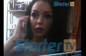 Nabilla : Les seins nus, en string, dans une webcam sexy !