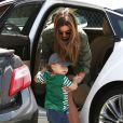Miranda Kerr se rend à un meeting accompagnée de son fils Flynn Bloom à Los Angeles le 12/04/2013