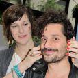 Daphné Bürki et son compagnon Gunther Love présentent leurs nouvelles cannettes Schweppes Zero à l'Hôtel Amour à Paris, le 19 mars 2013.