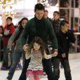 EXCLUSIF - Suri Cruise à la patinoire avec Tom Cruise le 18 novembre 2011