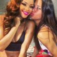 Rihanna a reçu la visite d'Adriana Lima après son concert au BB & T Center à Sunrise en Floride.