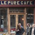 Carla Bruni tourne le clip de sa chanson  Mon Raymond  à Paris au café Pure Cafe le 27 mars 2013.