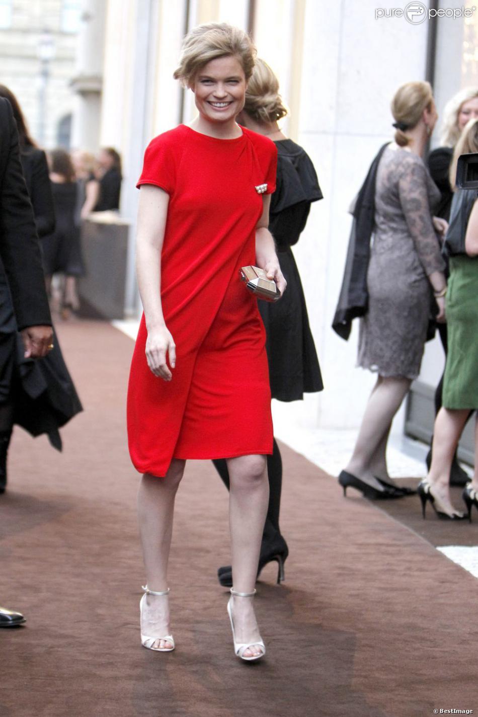 """Sarah Biasini lors de l'ouverture de la boutique """"Louis Vuitton Maison"""" à Munich en Allemagne, le 23 avril 2013"""