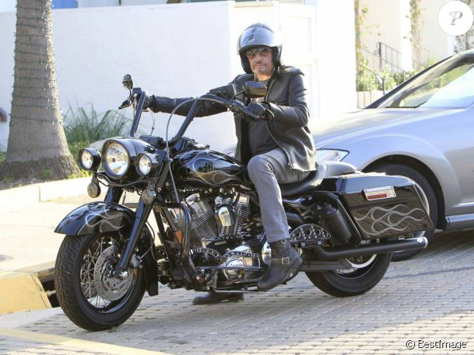Johnny Hallyday Sur Sa Harley Davidson S Appr 232 Te 224