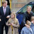 Willem-Alexander des Pays-Bas au palais royal d'Amsterdam le 29 avril 2013, à la veille de son intronisation, pour la répétition générale avec son épouse la princesse Maxima et leurs filles Catharina-Amalia, 9 ans, Alexia, 8 ans en juin, et Ariane, qui a eu 6 ans en début de mois.