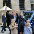 Le prince Willem-Alexander au palais royal d'Amsterdam le 29 avril 2013, à la veille de son intronisation, pour la répétition générale avec son épouse la princesse Maxima et leurs filles Catharina-Amalia, 9 ans, Alexia, 8 ans en juin, et Ariane, qui a eu 6 ans en début de mois.