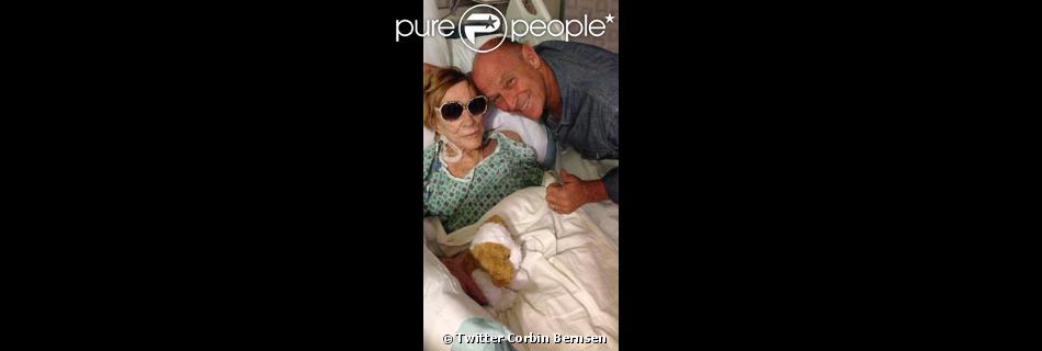 Le fils de Jeanne Cooper, Corbin Bernsen, a diffusé des photos de sa mère à l'hôpital. Avril 2013.