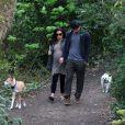 Channing Tatum et sa femme Jenna Dewan, enceinte, sont allés promener leurs chiens dans un parc à Londres, le 29 avril 2013.