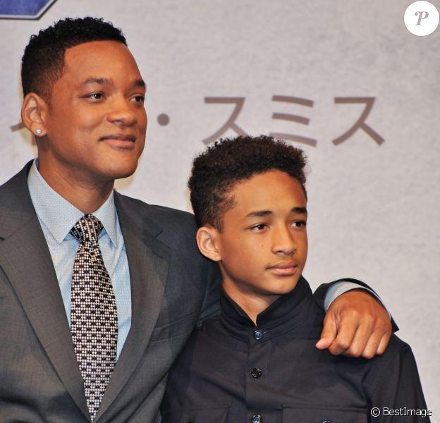 Will Smith et son fils Jaden Smith à la conférence de presse du film After Earth à Tokyo, le 2 mai 2013.