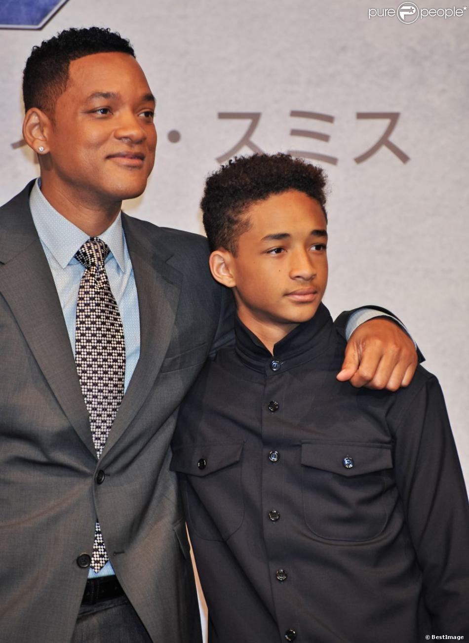 Will Smith et son fils Jaden Smith à la conférence de presse du film  After Earth  à Tokyo, le 2 mai 2013.