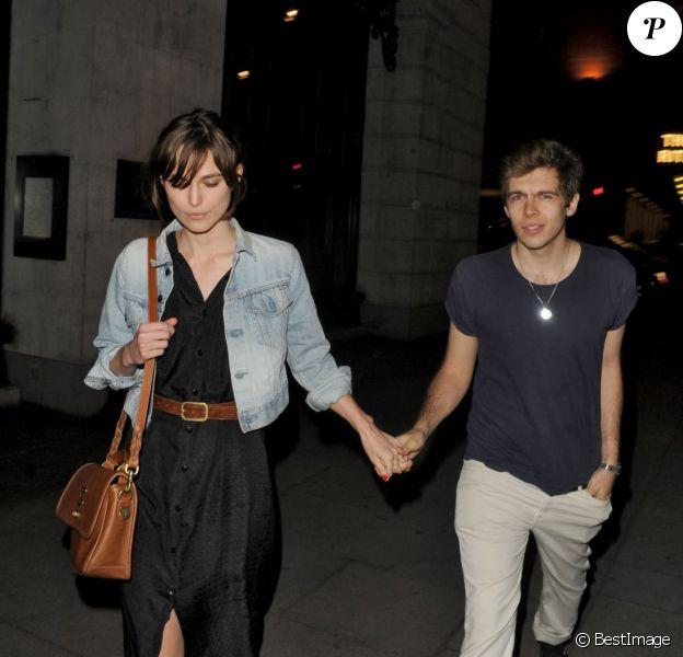 Keira Knightley et son fiancé James Righton à Londres le 31 mai 2012.