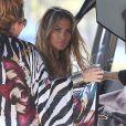 """Jennifer Lopez et le rappeur Pitbull sur le tournage du clip """"Live It Up"""" de Jennifer Lopez sur la plage à Miami, le 5 mai 2013. Casper Smart, le compagnon de Jennifer, ainsi que l'actrice Eva Marcille étaient également présents."""