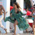 """Jennifer Lopez et le rappeur Pitbull sur le tournage du nouveau clip """"Live It Up"""" de Jennifer Lopez sur la plage à Miami, le 5 mai 2013. Casper Smart, le compagnon de Jennifer, ainsi que l'actrice Eva Marcille étaient également présents."""