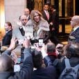 Céline Dion quitte son hôtel, le George V, pour se rendre sur le plateau de l'émission C à vous, à Paris, le 28 novembre 2012.