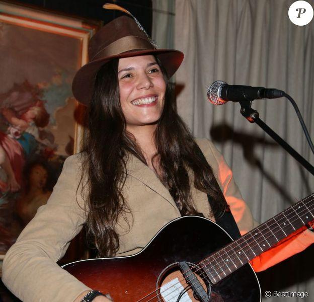 Vanille Clerc en concert à Paris, le 14 février 2013.