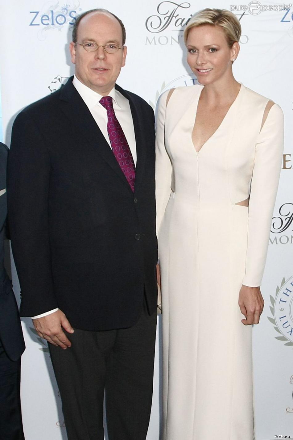 La princesse Charlene et le prince Albert de Monaco à la soirée d'inauguration du club privé Italian Luxury Club au Zelos, au Forum Grimaldi, le 10 mai 2013.