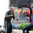 Andrew Garfield et Paul Giamatti au combat sur le tournage de The Amazing Spider-Man 2 à New York, le 13 mai 2013.