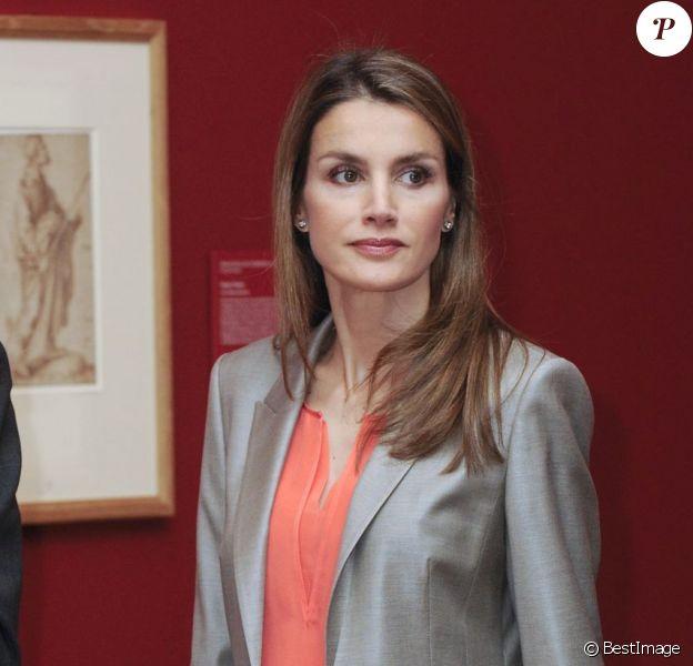 Letizia d'Espagne, très classe, au Musée du Prado à Madrid le 14 mai 2013 pour y découvrir une exposition sur la collection de dessins espagnols du British Museum de Londres.