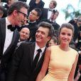 Michel Hazanavicius, Thomas Langmann et Céline Bosquet pendant la montée des marches du film Inside Llewyn Davis lors du 66e festival du film de Cannes, le 19 mai 2013.