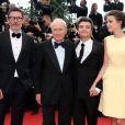 Michel Hazanavicius, Jérôme Seydoux, Thomas Langmann, Céline Bosquet pendant la montée des marches du film Inside Llewyn Davis lors du 66e festival du film de Cannes, le 19 mai 2013.