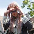 Amanda Bynes sort d'un poste de police à Los Angeles, le 6 avril 2012.