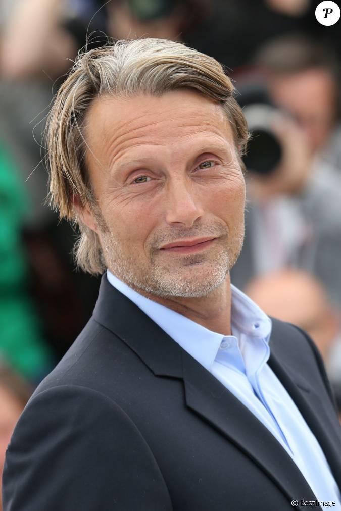Mads Mikkelsen pose au photocall du film Michael Kohlhaas ...