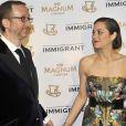 James Gray et son actrice Marion Cotillard lors de la soirée du film The Immigrant sur la plage Magnum au Festival de Cannes le 24 mai 2013