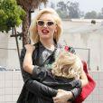 Gwen Stefani et son fils Zuma un peu collant se baladent à Los Angeles, le 24 mai 2013.